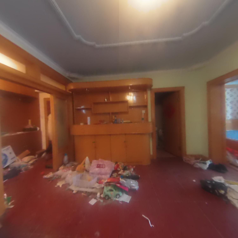 秀山小区南北向三居室,255万出售,看房随时